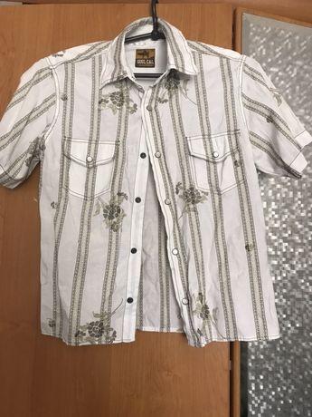 Рубашка с рисунком на кнопках
