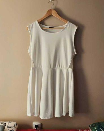 biała sukienka rozkloszowana plus size
