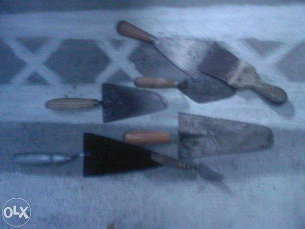colheres de pedreiro e raspadeiras