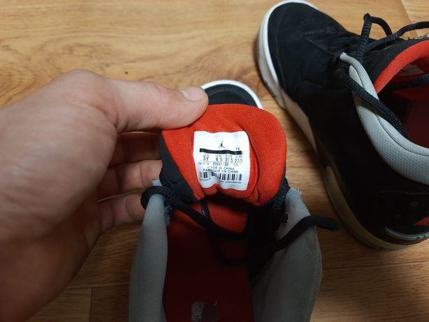 Продаються кроссовки