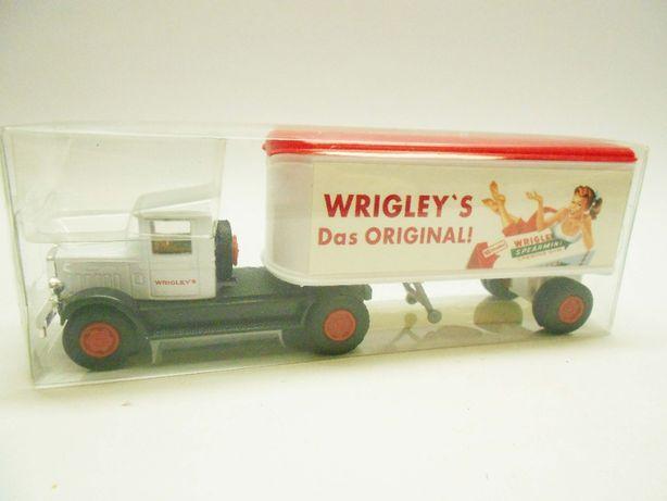 Camiões miniatura de colecção