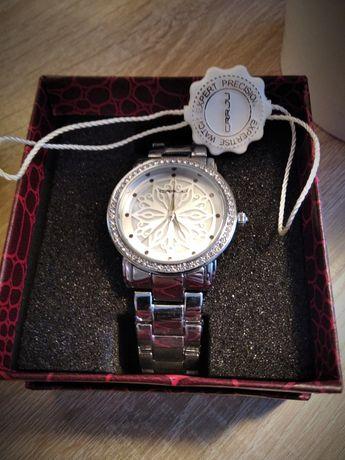 Zgrabny zegarek damski Crrju srebrny z pudełkiem