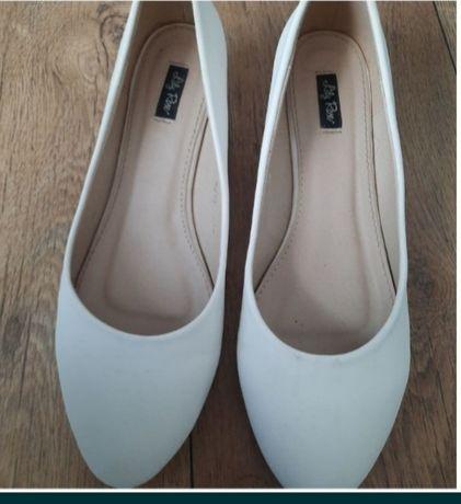 Ślubne buty białe