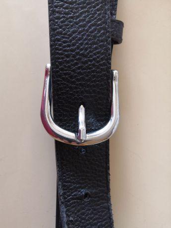 Czarny skórzany pasek ze srebrną klamrą H&M