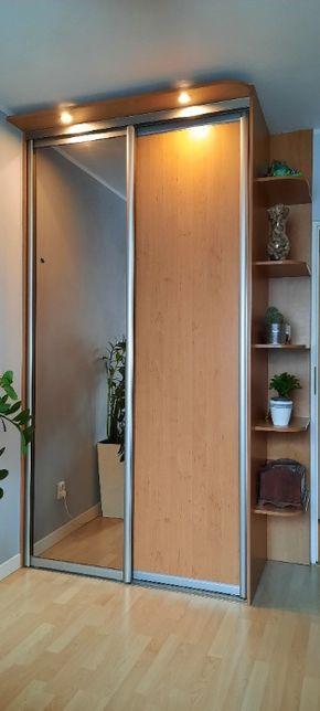 szafa z drzwiami przesuwnymi