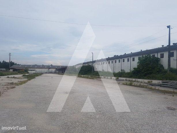 Armazém Industrial, de área de lote 27.090 m2 em Oliveira...