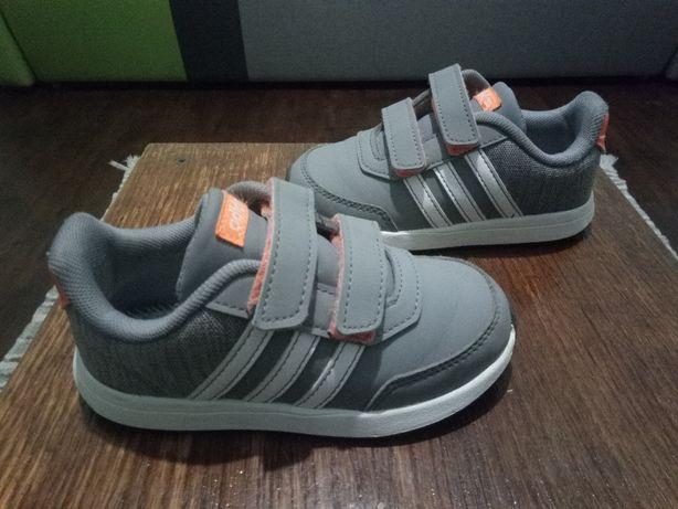 Кроссовки Adidas 26 размер унисекс состояние отличное