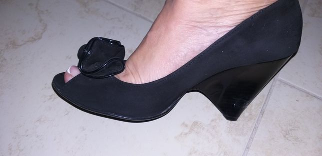 Туфлі з відкритим носком замшеві 40р.