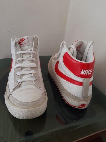 Tênis Diadora/Nike.