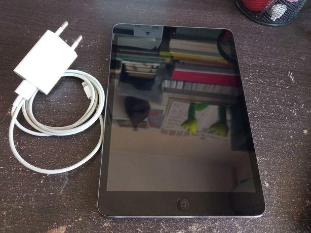 Ipad Mini, bom estado c/ carregador original