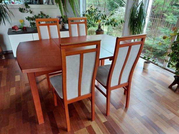 Solidny stół z 4 krzesłami