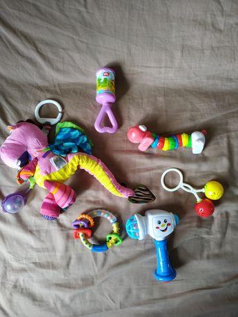 Набор детских  игрушек (погремушки, подвесная игрушка)