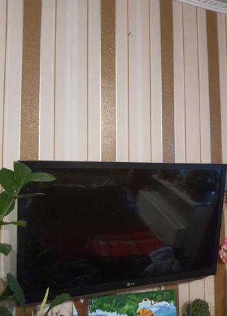 Продам телевизор LG  с побитым экраном в рабочем состоянии на запчасти