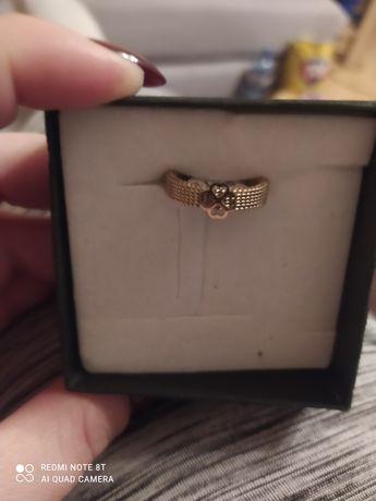 Nowy pierścionek rozm 8