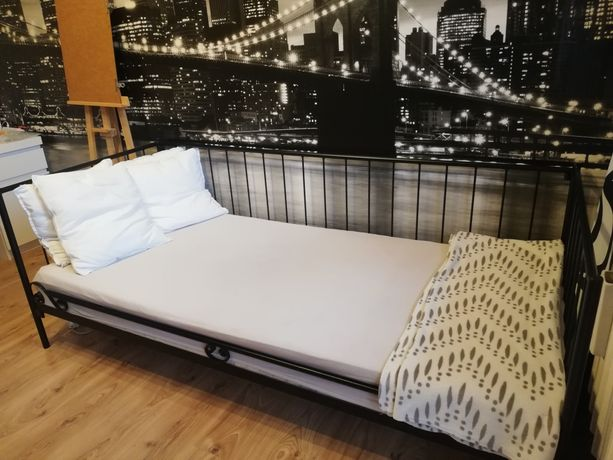 Łóżko metalowe czarne