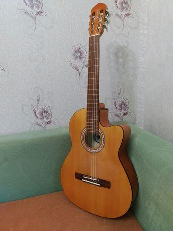 Гитара классическая с вырезом Renome