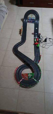 Tor wyścigowy Cars Carrera Go