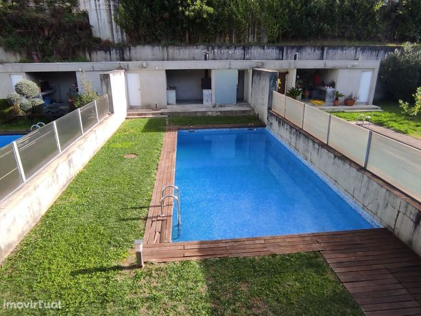 Moradia Banda T4 com piscina em Fraião - Braga