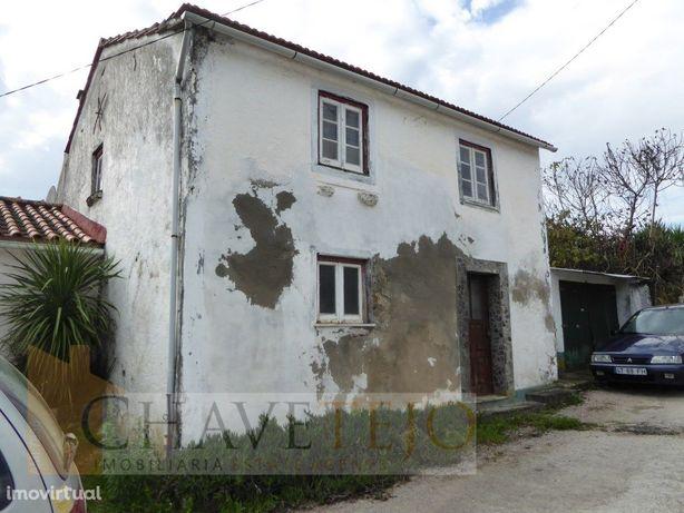 Casa antiga em pedra, para restauro, na zona da Sertã