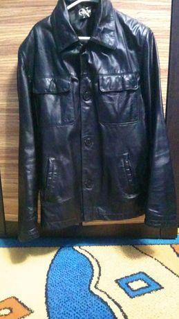 Продам мужскую черную кожанную  куртку из натуральной кожи.