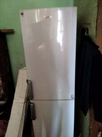 Холодильник двух камерный (срочно)