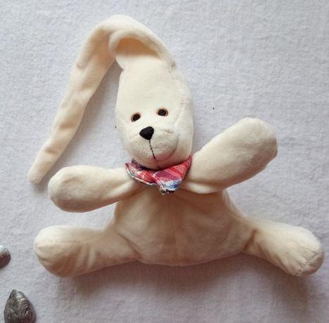 Красивый плюшевый зайчик в идеале