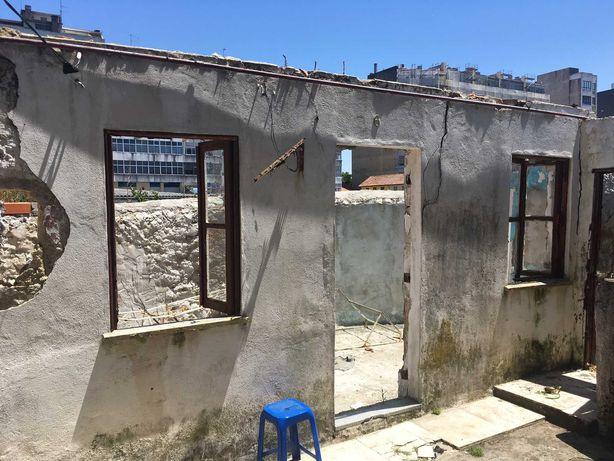 Casa T1 para restauro junto à Estação Metro Câmara de Gaia