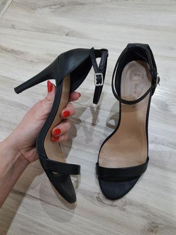 Czarne szpilki New Look