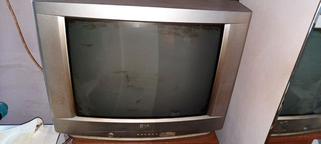 Телевізор LG та TOSHIBA