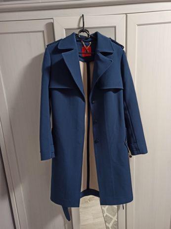 Niebieski płaszcz