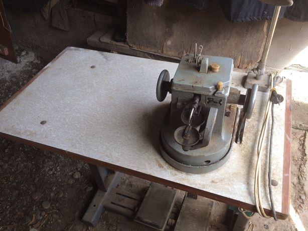 Машинка швейна,скорняжна.