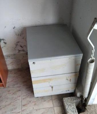 Armário com gavetas e rodas - porta documentos