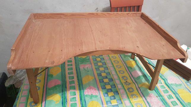 Mesa antiga pequeno almoço na cama