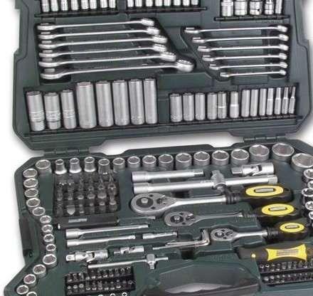 Mala Ferramentas MANNESMANN 215 peças c/ 3 roquetes, chave caixa, boca