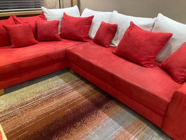 Duża czerwona kanapa, narożnik, funkc. spania. Puf pojemnik na pościel