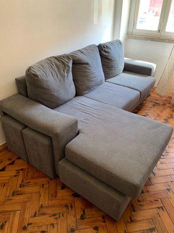 Sofá com chaise long reversível, 2 puffs, tem menos de 6 meses