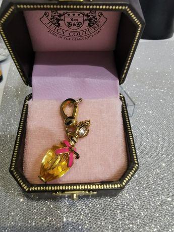 Kolekcjonerski charms firmy Juicy Couture pozlacany 12 K