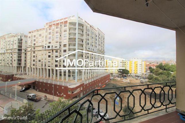 Apartamento T3 com parqueamento - Urbanização Mem Martins Poente