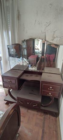 Mobília de quarto antiga em mogno