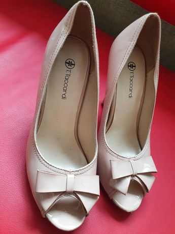 Жіночі лаковані туфлі