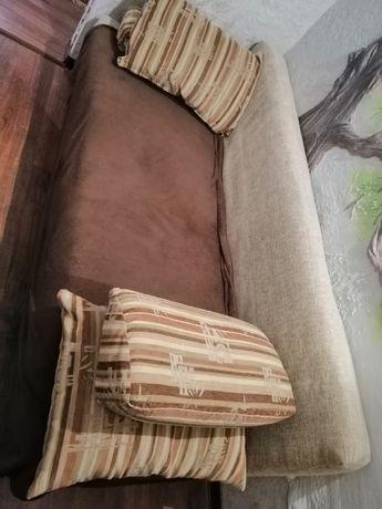 Продам диван бежевый