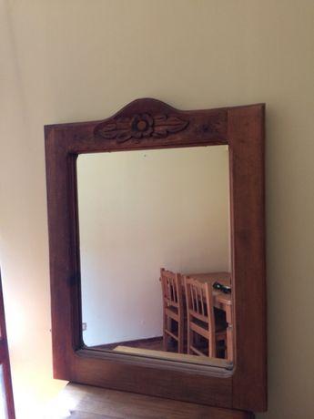 Espelho em madeira maciça