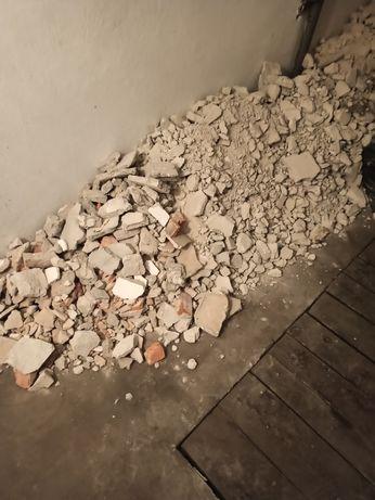 Oddam gruz (skuta glazura, terakota i tynk cementowo-wapienny.