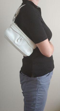 Biała skórzana mini torebka