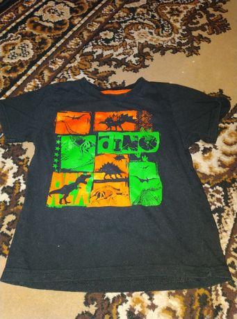 Пакет: футболки на 4-5 года (динозавры+космос+вышиванка)