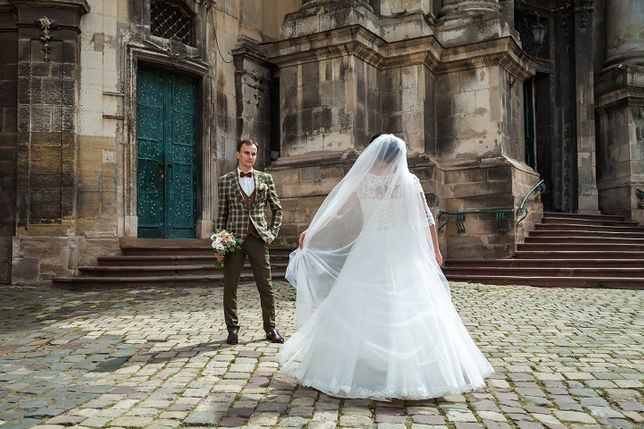 50-52 розмір Бомбезна весільна сукня