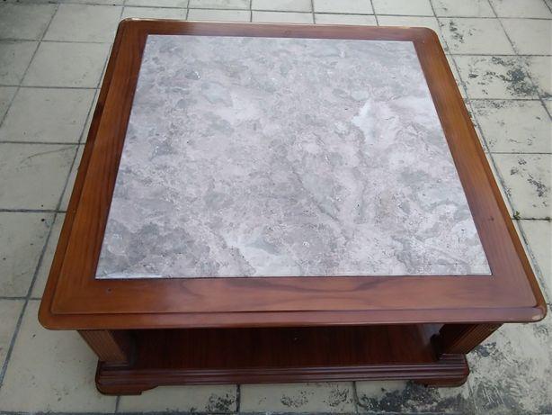 Vendo esta mesa de centro em madeira maciça e pedra em granito
