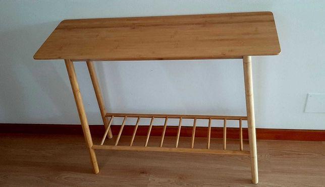 Móvel de apoio em madeira