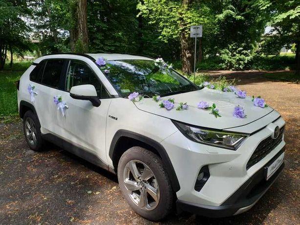Perłowa Toyota RAV4 do ślubu i na inne okazje