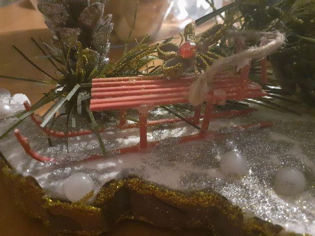 Stroik świąteczny z saneczkami .
